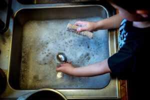 איך לגרום לילדים לעזור בבית?